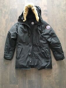 Size small Canada goose for Men