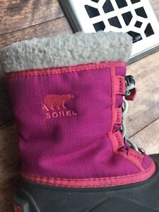 Snow shoes size 10 by Sorel
