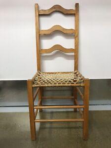 Chaise antique en babiche