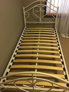 Single bed - white love heart - 2 available. Burra Queanbeyan Area Preview