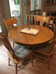 Solid oak Kitchen table - great for students! PRICE REDUCED!