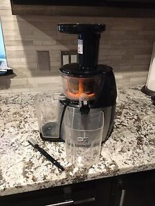 Salton VitaPro Low Speed Juicer and Smoothie Maker