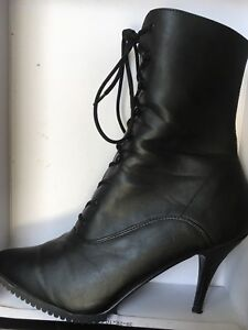 Can-can style boots for men