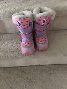 Snow boots like new $15 size 13