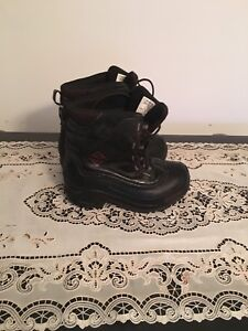 Columbia snow boots 1. AVAILABLE