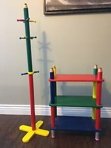 Children's shelf and coat rack set