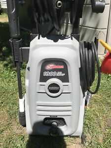 1800PSI PRESSURE WASHER LIKE NEW !