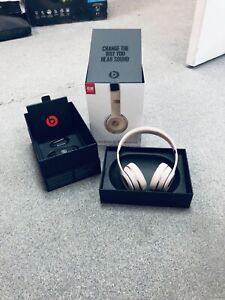 1 month old authentic Beats solo 3 wireless