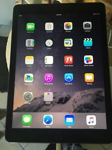 Apple IPad 5th generation 9.7 inch screen with 3G
