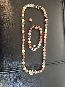 18 K gold set with natural stones