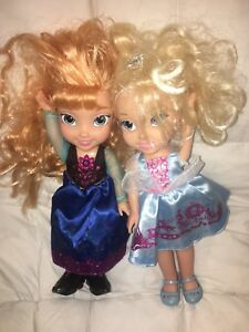 2 Disney Princess dolls