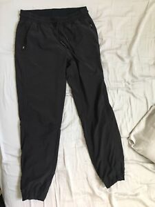 Lulu lemon exercise/leisure pants. Black size 8