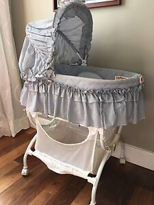 Baby Bassinet with vibration - Extra cover mattress free