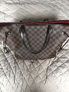 Louis Vuitton Neverfull mm AUTHENTIC / Chanel Prada Gucci