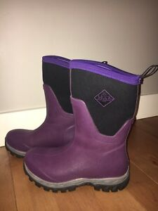 Size 7 Woman's -50 Winter Boots