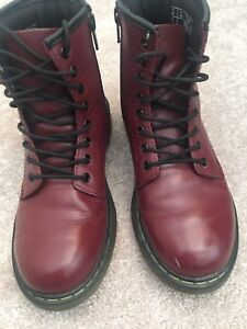 Dr. Martens size 3US cherry (youth)