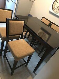 Table haute de cuisine en bois massif avec 3 tabouret