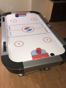 AIR HOCKEY TABLE 8/10! NEED GONE MOVING