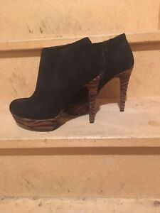 Sexy guess booties worn once women's 7