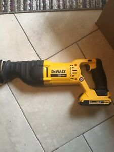 Dewalt 20volt sawzall  in new condition with 2.0 battery