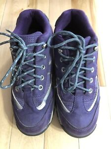 Woman's sneakers size 6
