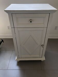 Side table / entry table