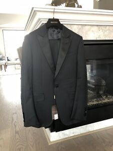BRAND NEW AUTHENTIC GUCCI SUIT RETAIL $3900 size 46T