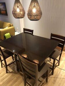 Table cuisine haute avec 4 chaises et vitre de protection