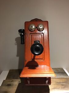 Telephone Antique