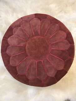 Morrocan leather pouf - red suede