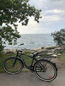 City bike black cruiser great condition with lock