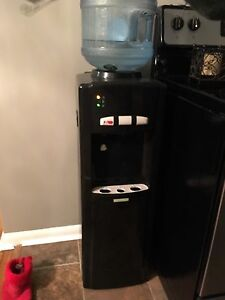 Homestyle water cooler hot and cold