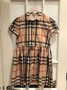 Burberry dress for kid / Robe Burberry pour enfant