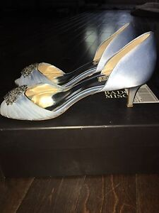 Badgley Mischka size 8.5 blue shoes