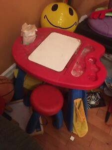 Crayons activity Center with stool