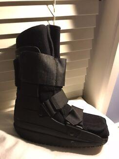 Moon boot - nextep contour short walker - medium size