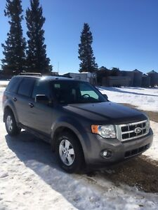 2012 Ford Escape- low kms