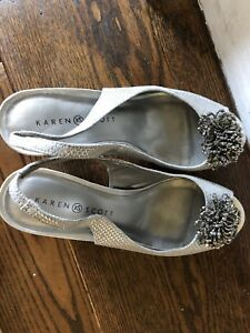 Stylish silver evening shoes size9