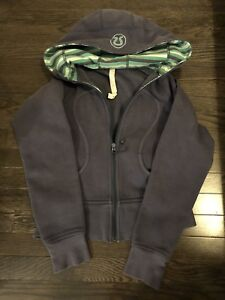 Lululemon size 4 Scuba Hoodie Sweater navy blue