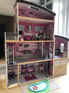 BEAUTIFUL NEW BARBIE HOUSE SOLID WOOD WITH ACCESSORIES