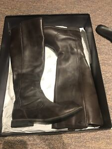 Lacoste women's brown leather boots - size 7