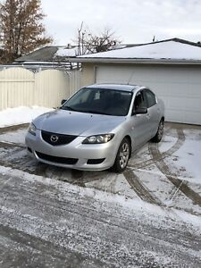 2004 Mazda 3 in mint conditions with remote starter winter tires