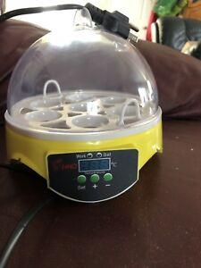 Incubateur pour 7 œuf  jamais utilisé