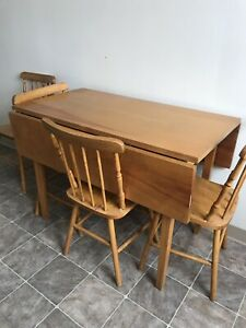 Solid wood table with extendable ends