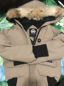 Woman's Canada goose chilliwack bomber jacket in beige
