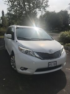 2011 Sienna XLE Fully Loaded!!