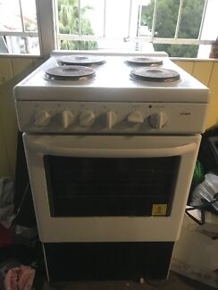 Electric oven with cooktop