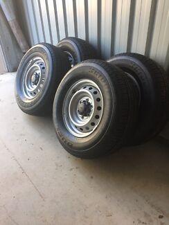Bridgestone DUELER H/T  255/70R16 111T tyres and rims x 4