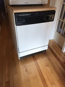 Dishwasher, portable