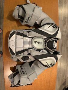 Reebok goalie chest protector youth medium